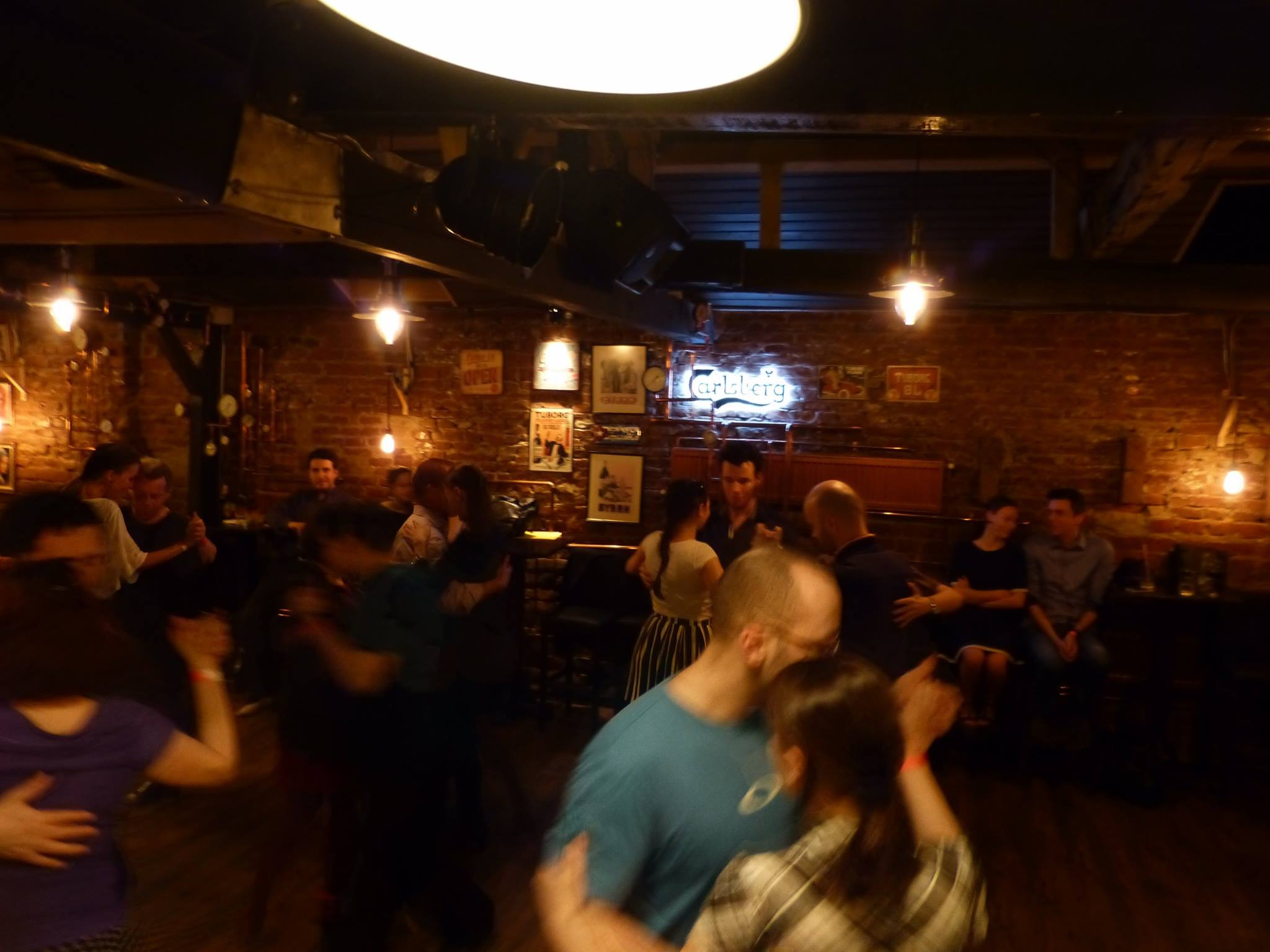 milonga-tabiet-cooper's-crowd